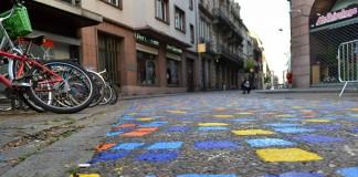 rue du jeu des enfants strasbourg pietons la strasbourg romani in strasbourg Street Art